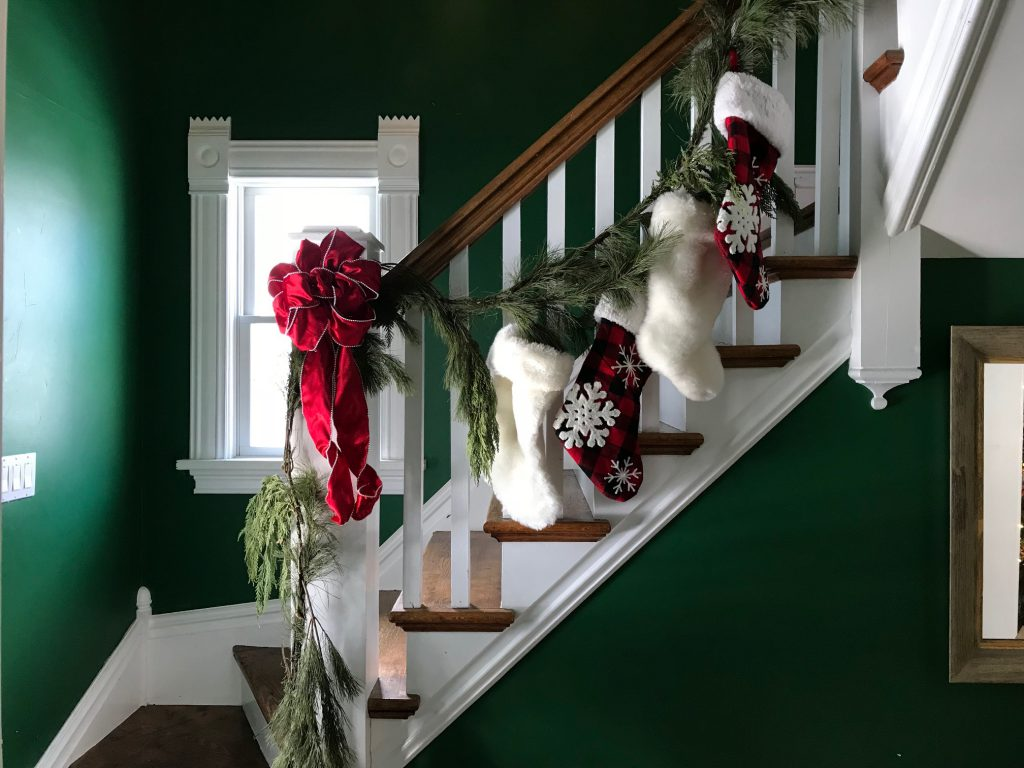 christmas stockings, christmas stair decorations, decorating with garlnad
